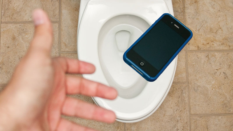 How to retrieve your dropped mobile phone out of toilet bowl?